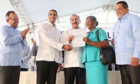 Danilo Medina entregará hoy títulos definitivos en La Vega.