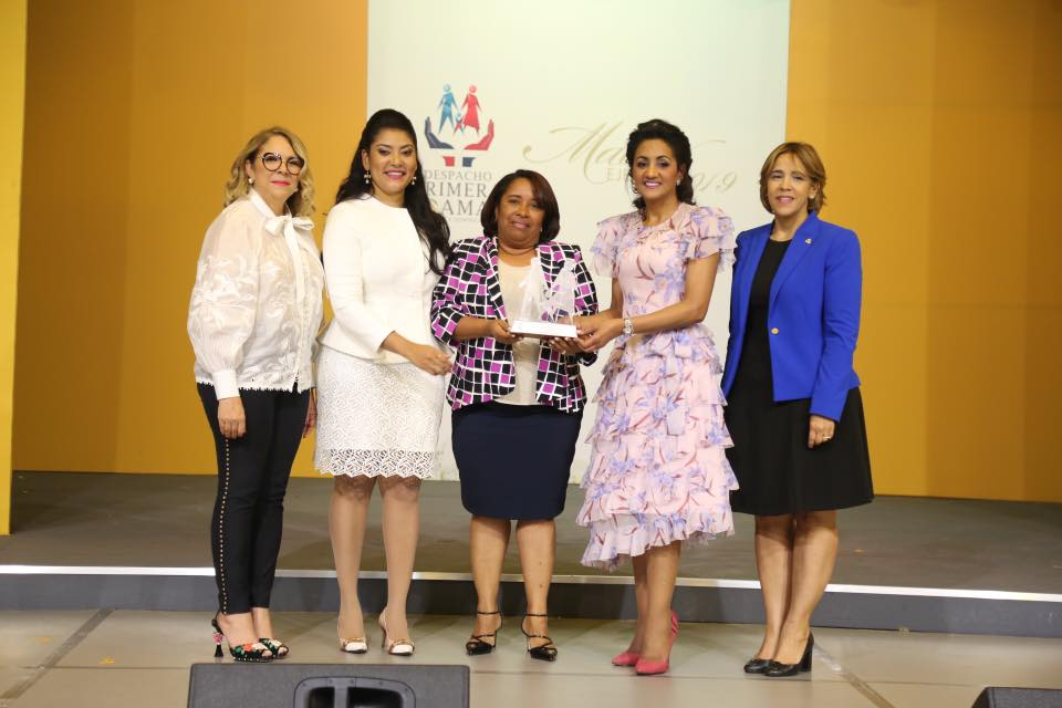 , Oneida Feliz Medina es madre ejemplar de Barahona por el despacho de la primera dama