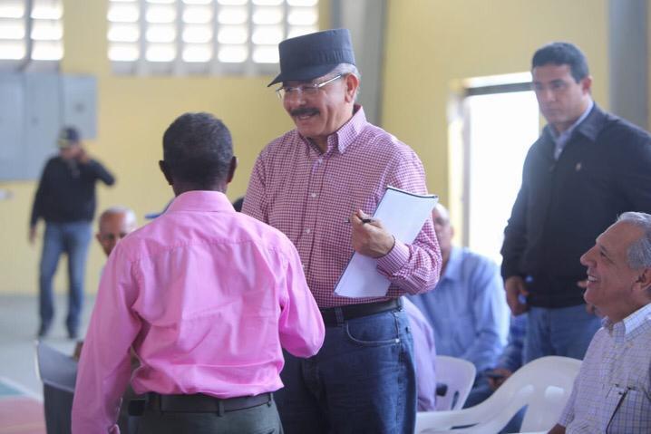 , El Presidente Danilo Medina continúa apoyando a los productores nacionales a través de sus Visitas Sorpresa.