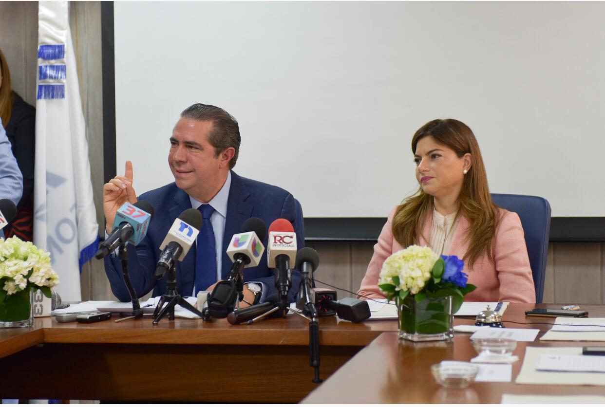 Ministro de Turismo lamenta muerte de tres turistas y reitera que RD es un destino seguro