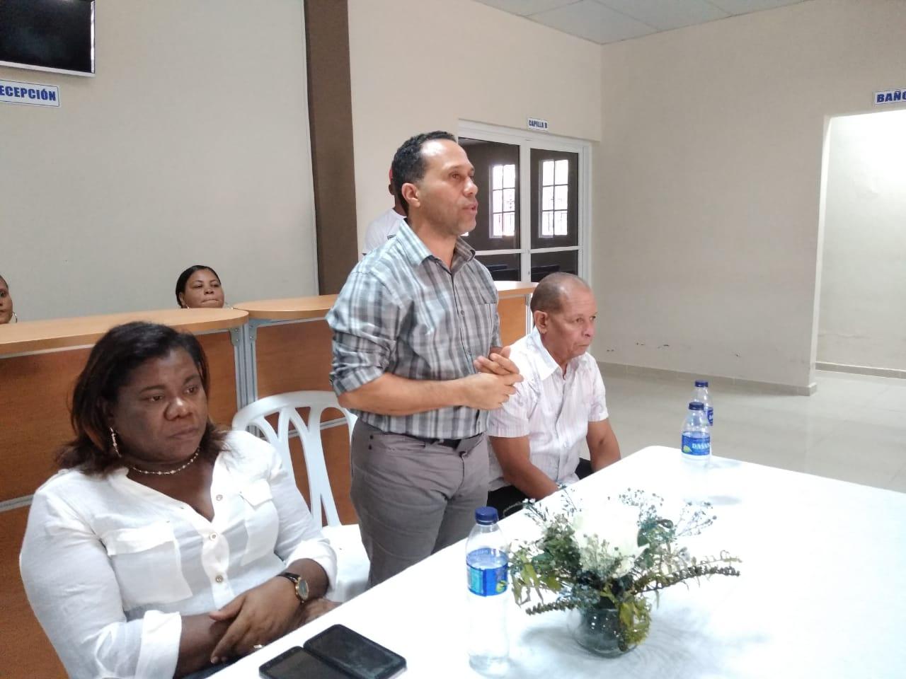 Alcalde de Cabral pone en funcionamiento cuarto frío de la funeraria municipal.