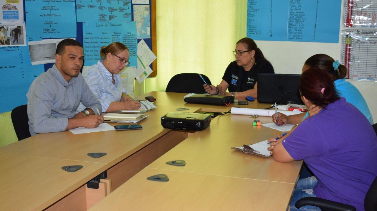 , La directora del Servicio Regional de Salud Enriquillo socializa acciones contra Dengue junto representante del  Ministerio de Salud