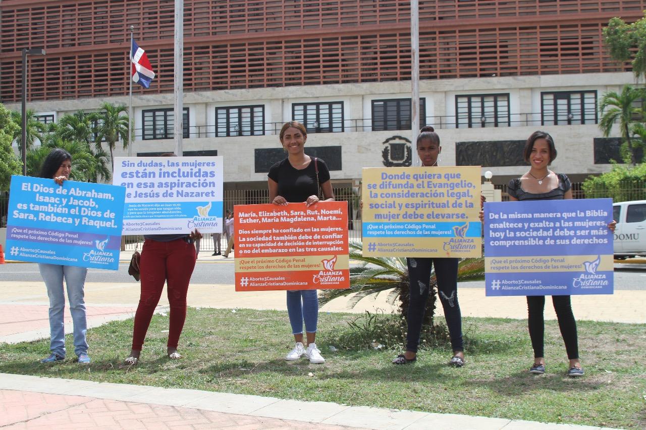 Ministro de Educación condena acciones violentas de miembros ADP, Ministro de Educación condena acciones violentas de miembros ADP