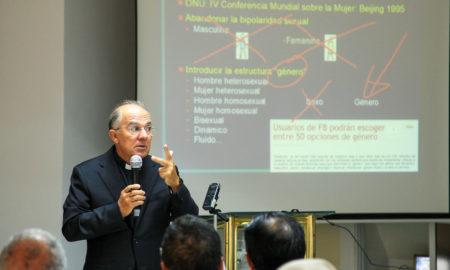 Dictan conferencia ideología de género en UCATEBA