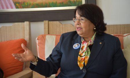 Emma Polanco respalda al Centro Barahona en actividades por sus 50 años de fundación