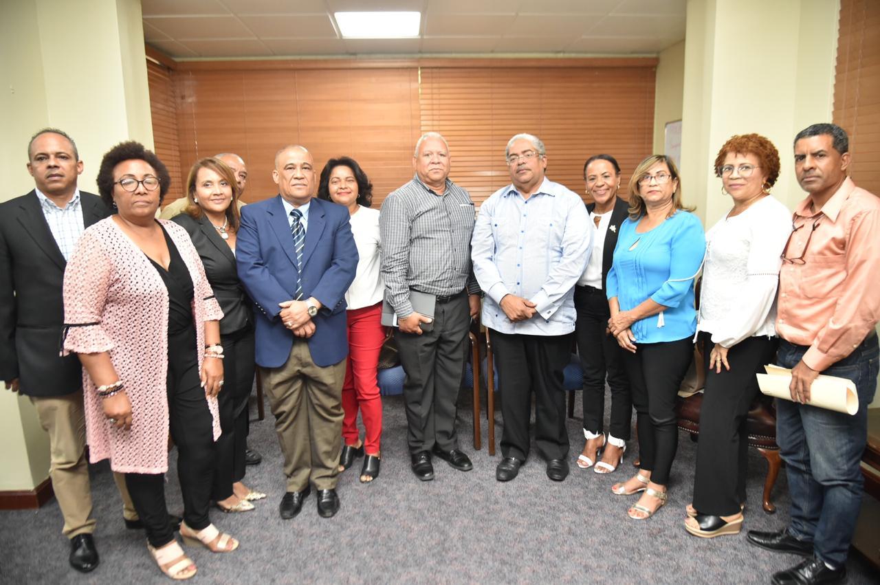 , Director SNS y gremios del sector salud logran acuerdos