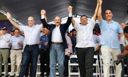 Danilo Medina y Gonzalo Castillo dejan juramentados los candidatos municipales de la vega