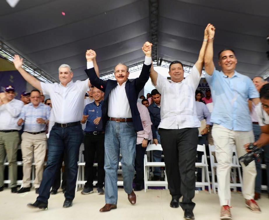 , Danilo Medina y Gonzalo Castillo dejan juramentados los candidatos municipales de la vega