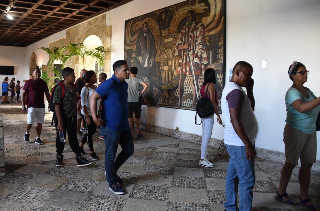 , Decenas de personas visitan desde temprano la Ciudad Colonial por  celebrarse La Noche Larga de los Museos
