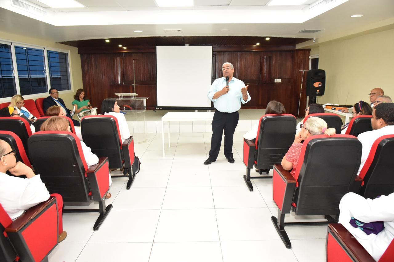 , Director SNS participa en asambleas del Colegio Médico en hospitales