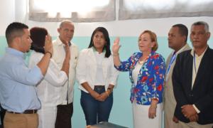 Rosa Ariza juramenta directora Hospital Municipal de La Descubierta