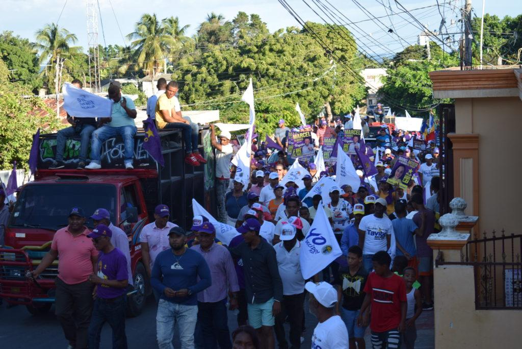 , PLD y aliados salen a las calles de Barahona con gran demostración de fuerzas con su candidato Tavito Suberví