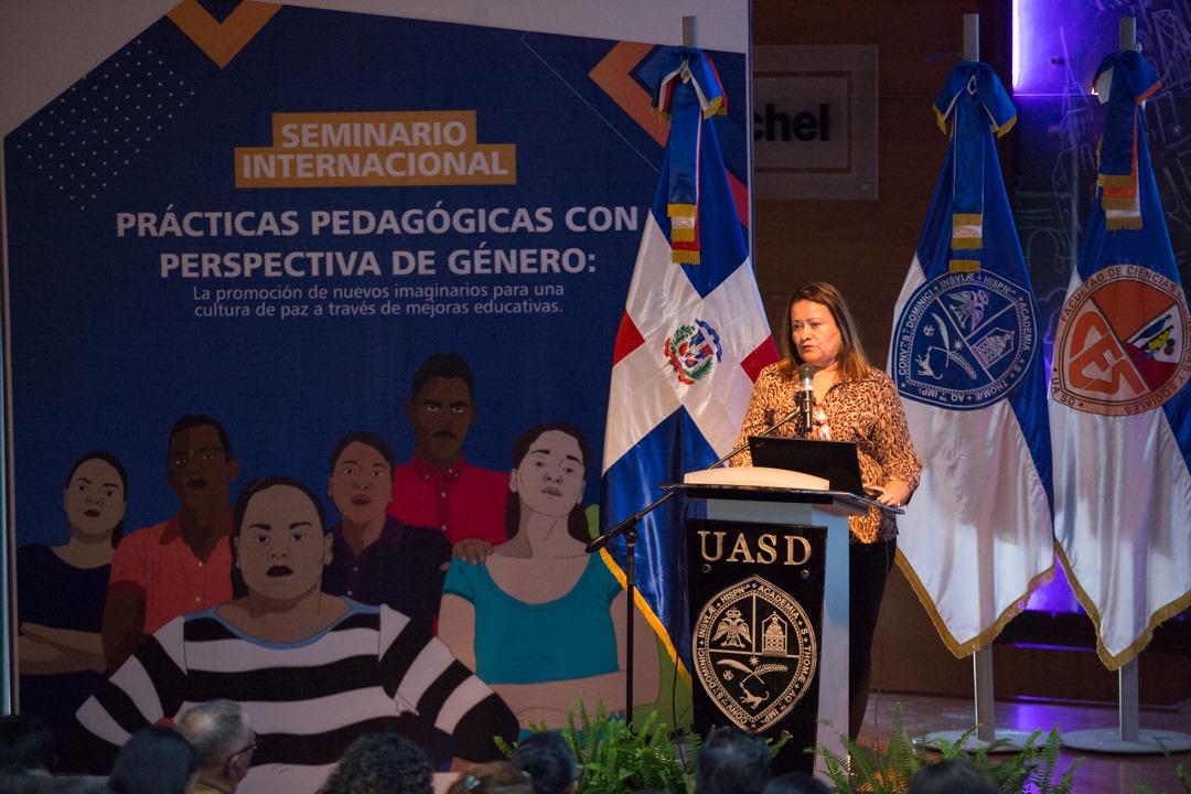 , UASD y Oxfam realizan seminario internacional para prevenir violencia contra la mujer en escuelas y universidades