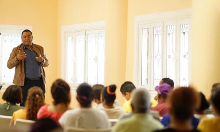 Imparten taller sobre el uso correcto de las Redes Sociales en La Descubierta