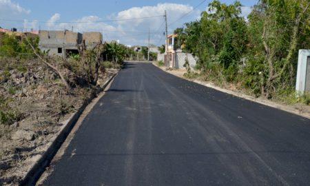 Continúa el asfaltado en Calles y carreteras de distintas comunidades de RD