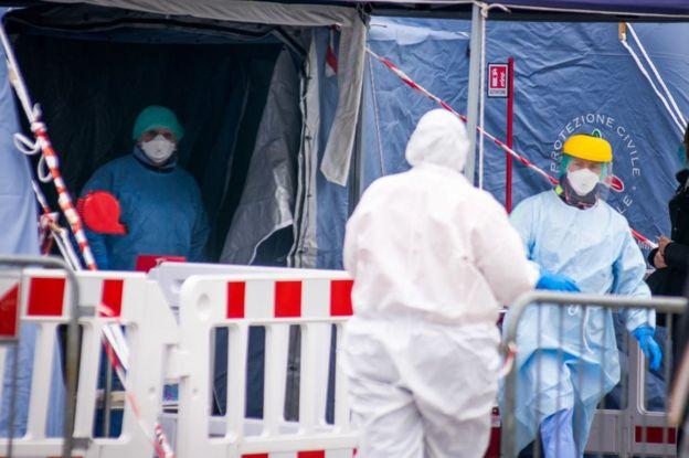 """, Italia   """"La sala de emergencias se está derrumbando"""": la dramática situación que deben enfrentar los médicos que atienden a pacientes con covid-19"""