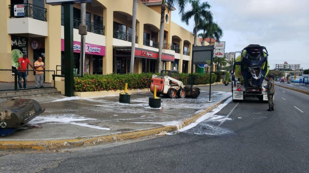 , MOPC realiza Operativo desinfección en Barrios de la Capital