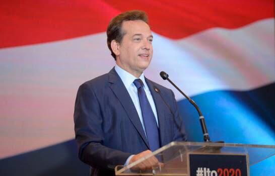 , Ito Bisonó firma manifiesto sobre combate al Covid-19 junto a expresidentes Aznar, Macri y Uribe.