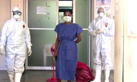 Dan el alta a primera paciente recuperada de Covid-19 en el Hospital Jaime Sánchez de Barahona.