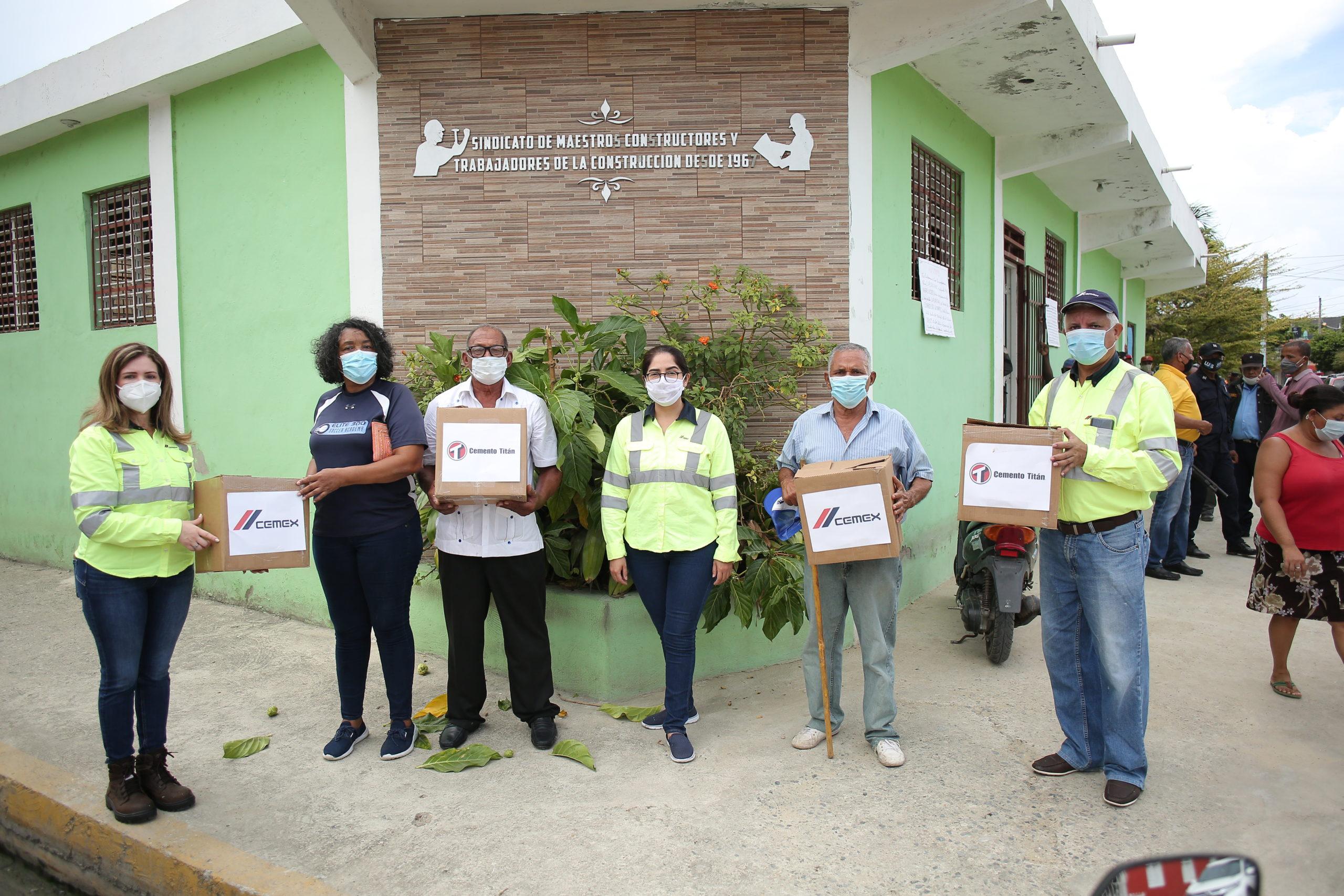 , Trabajadores de la construcción y comunidades reciben kits de alimentos de la mano de CEMEX Dominicana