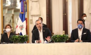 Abinader anuncia un amplio plan de medidas para favorecer la recuperación del turismo