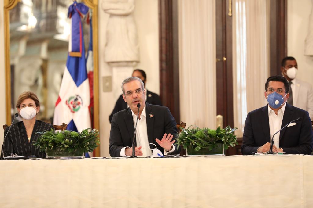 , Abinader anuncia un amplio plan de medidas para favorecer la recuperación del turismo