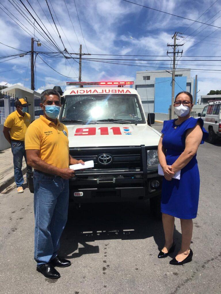 , SNS entrega ambulancia a hospital de Pedernales para traslado de pacientes COVID-19