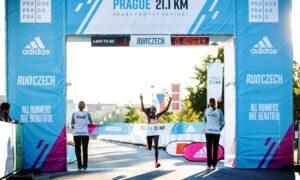 Peres Jepchirchir rompe el récord mundial de la media maratón de mujeres