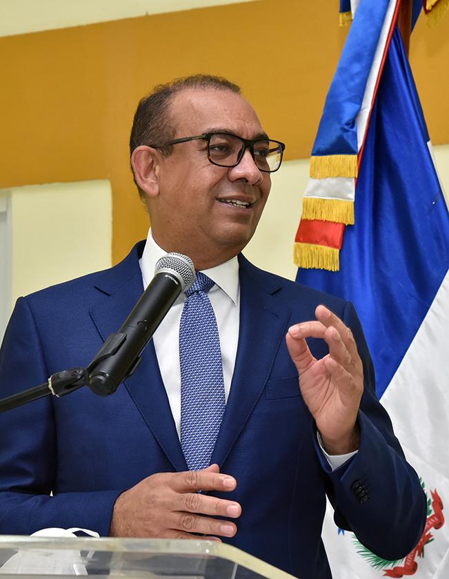 , Deligne Ascención dispone medidas de austeridad en el MOPC