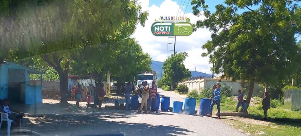 , Mujeres Del Brisal en Cabral se lanzan a la calle