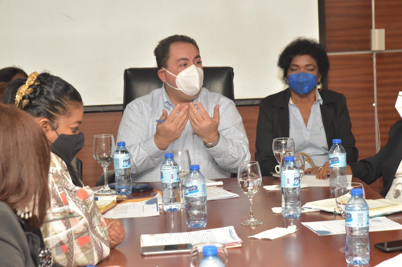 , Director SNS se reúne con gremios de Salud
