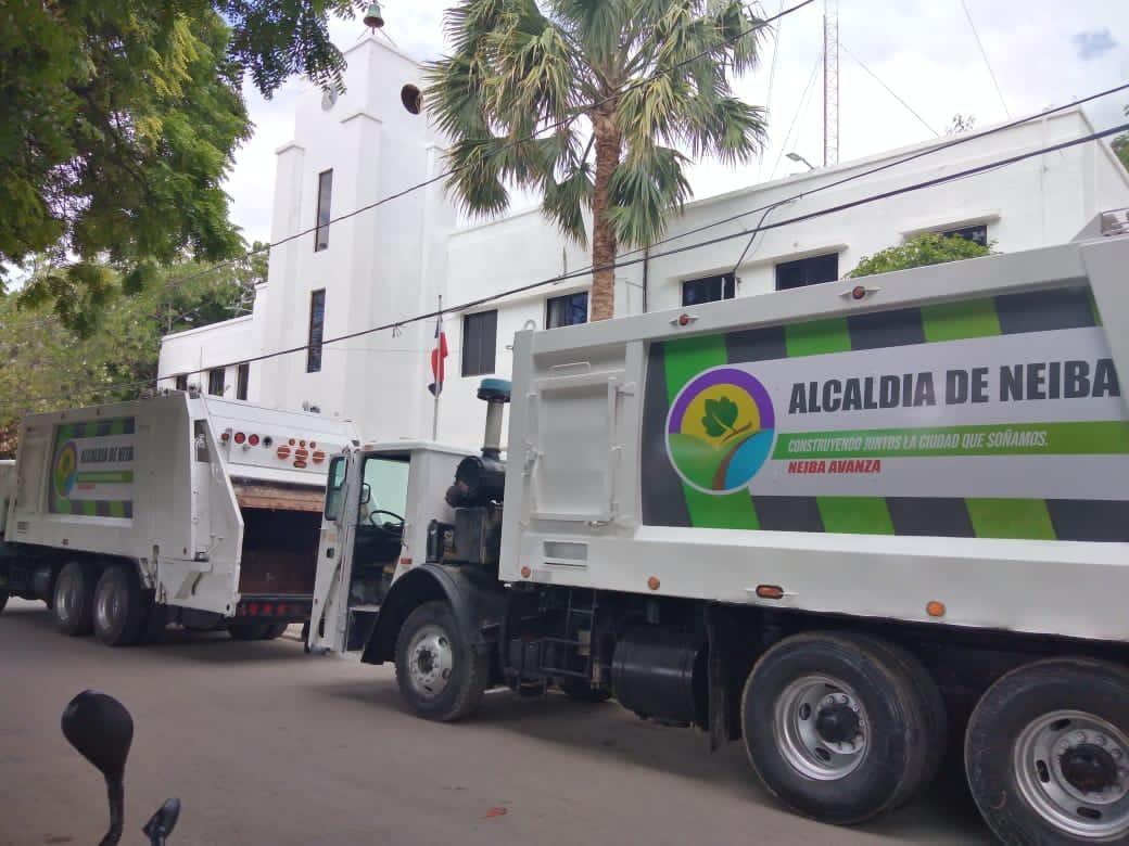, Alcaldía de Neiba rescata y dispone a la recogida de desechos dos camiones recolectores