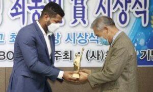 Cabraleño se convierte en el primer Latino en recibir el Choi Dong-won Award de Korea