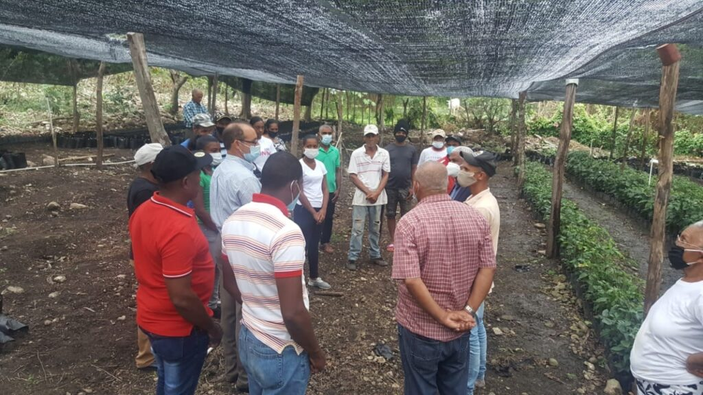 , Director del INDESUR entrega Equipos y Herramientas a Productores Agrícolas