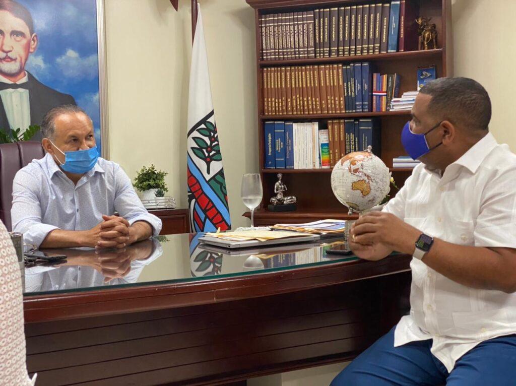 , Alcalde de Barahona Vista Homólogo de Bani para conocer experiencias del mercado público de allí