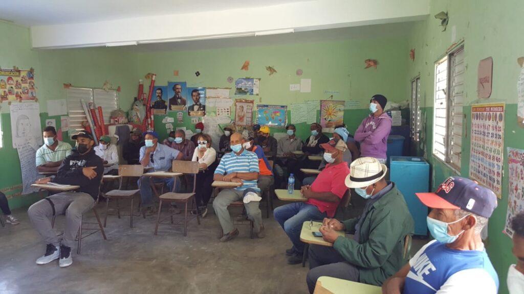 , Director del INDESUR Encabeza Encuentro con Productores Agrícola deLa Sabana, Azua.