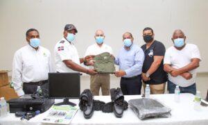 , Bomberos de Tamayo reciben uniformes por tarde del CAC