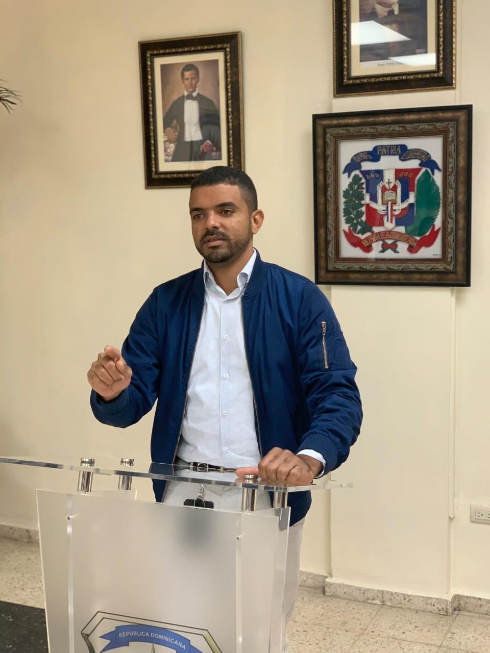 , Empresario Eudy Cruz apoya exposición en honor a Ney Díazh en Punta Cana