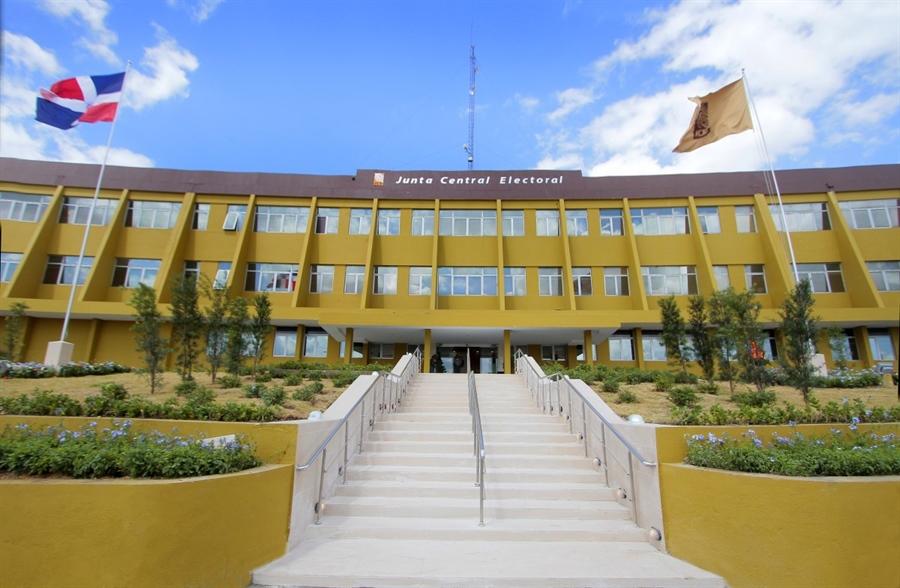 , La JCE amplía a 15 las oficialías que entregarán actas validadas
