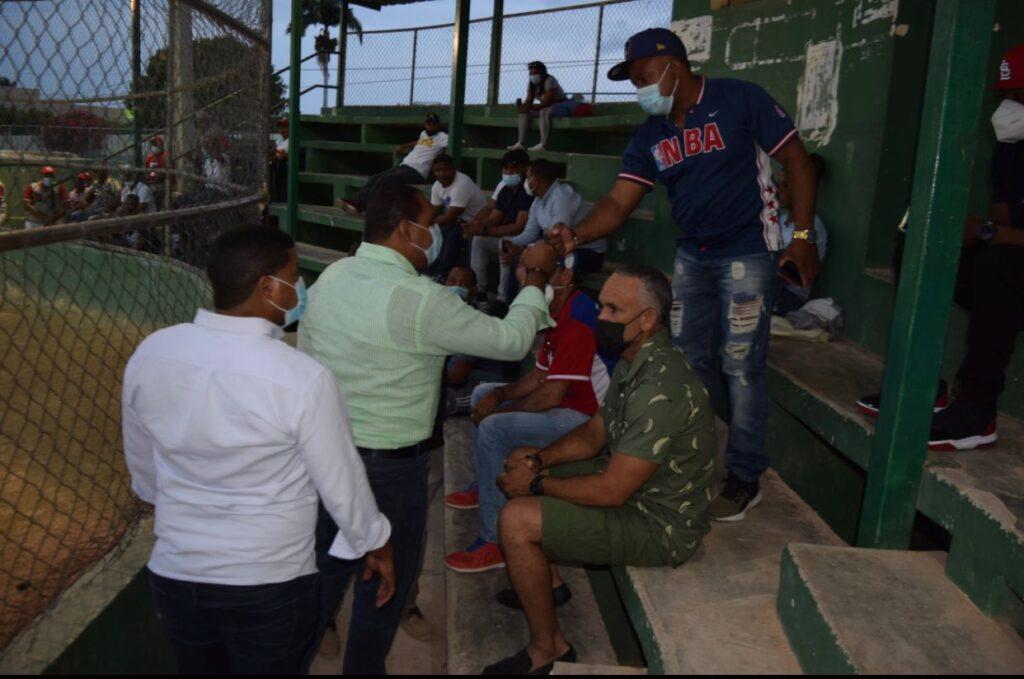 , Edgar Batista realiza encuentro con líderes de Barahona en busca de soluciones a necesidades sociales