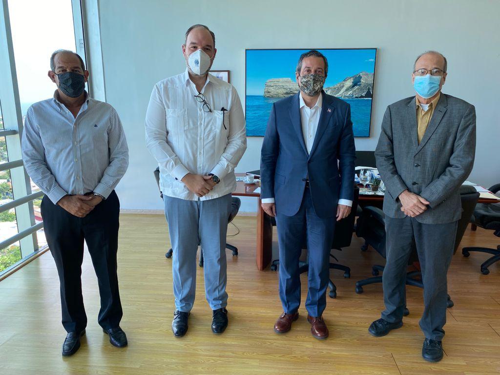 , Senador de Barahona José Del Castillo visitó al Ministro de Medioambiente Orlando Jorge Mera en busca de solución problemática creada por Belfond