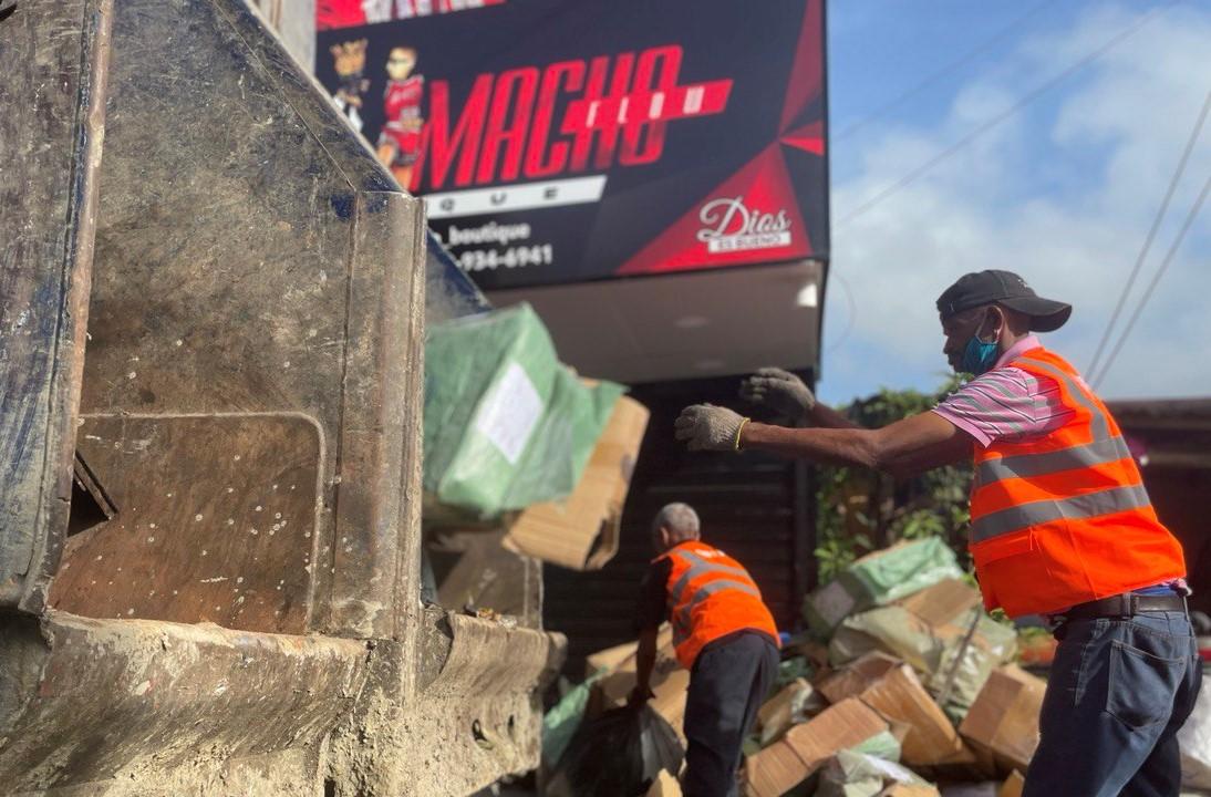, Ayuntamiento Santo Domingo Este elimina vertederos improvisados en zonas más descuidadas por empresa contratista