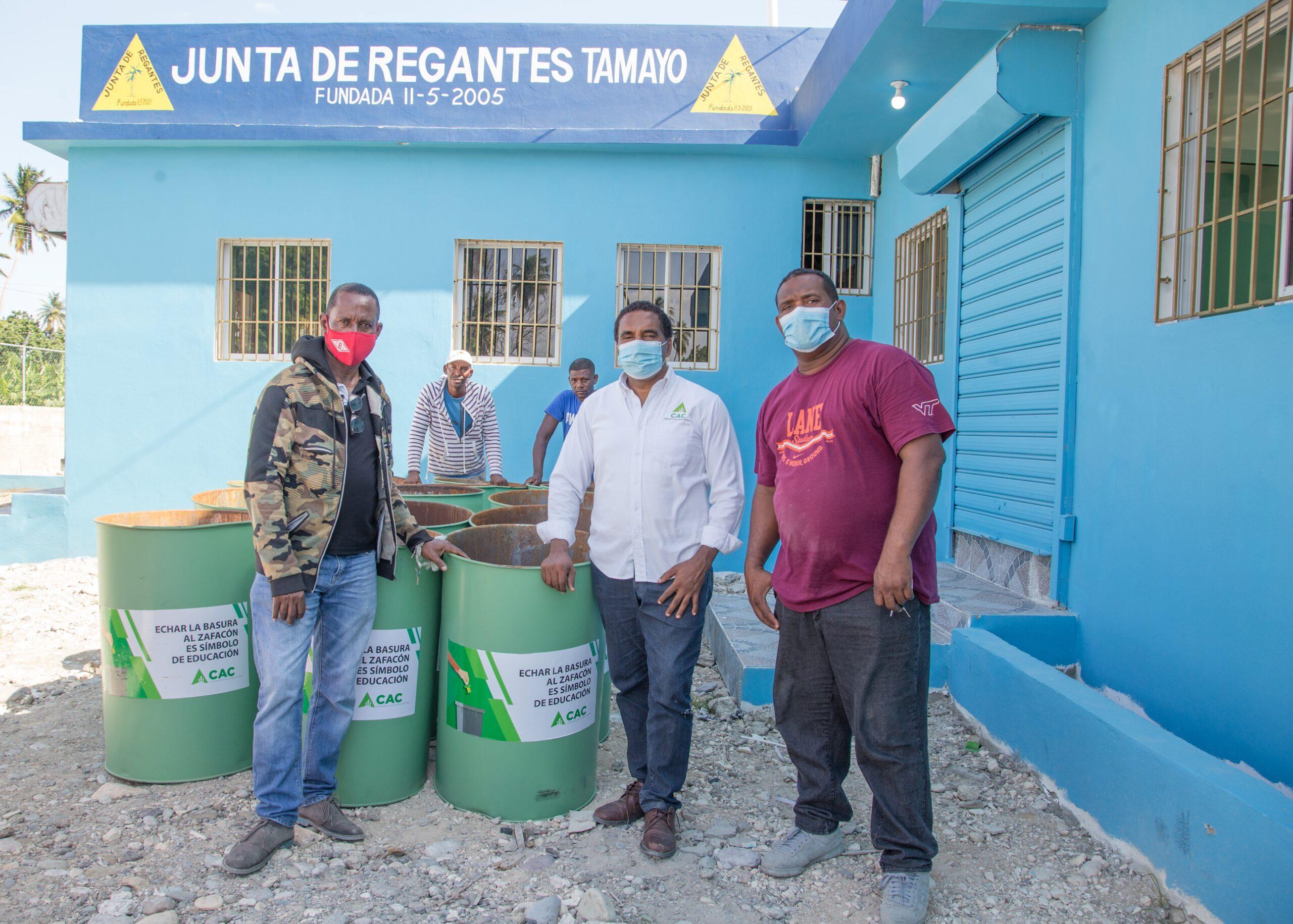, CAC aporta tanques de basura a la Junta de Regantes de Tamayo
