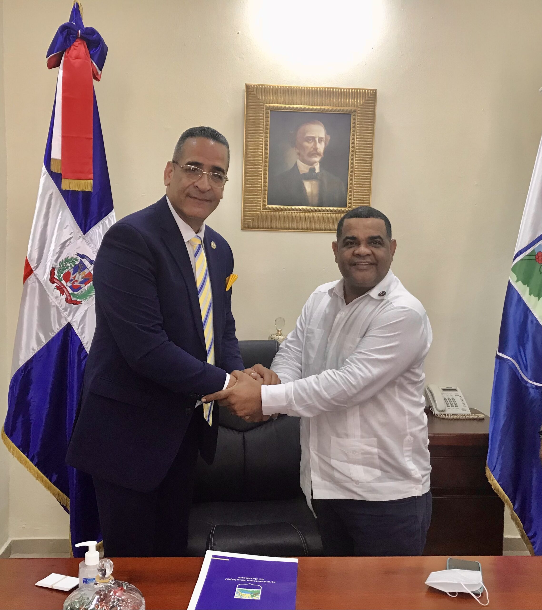 Alcaldía de Barahona Recibe a Luis Vélez Concejal de la Ciudad Paterson New Jersey