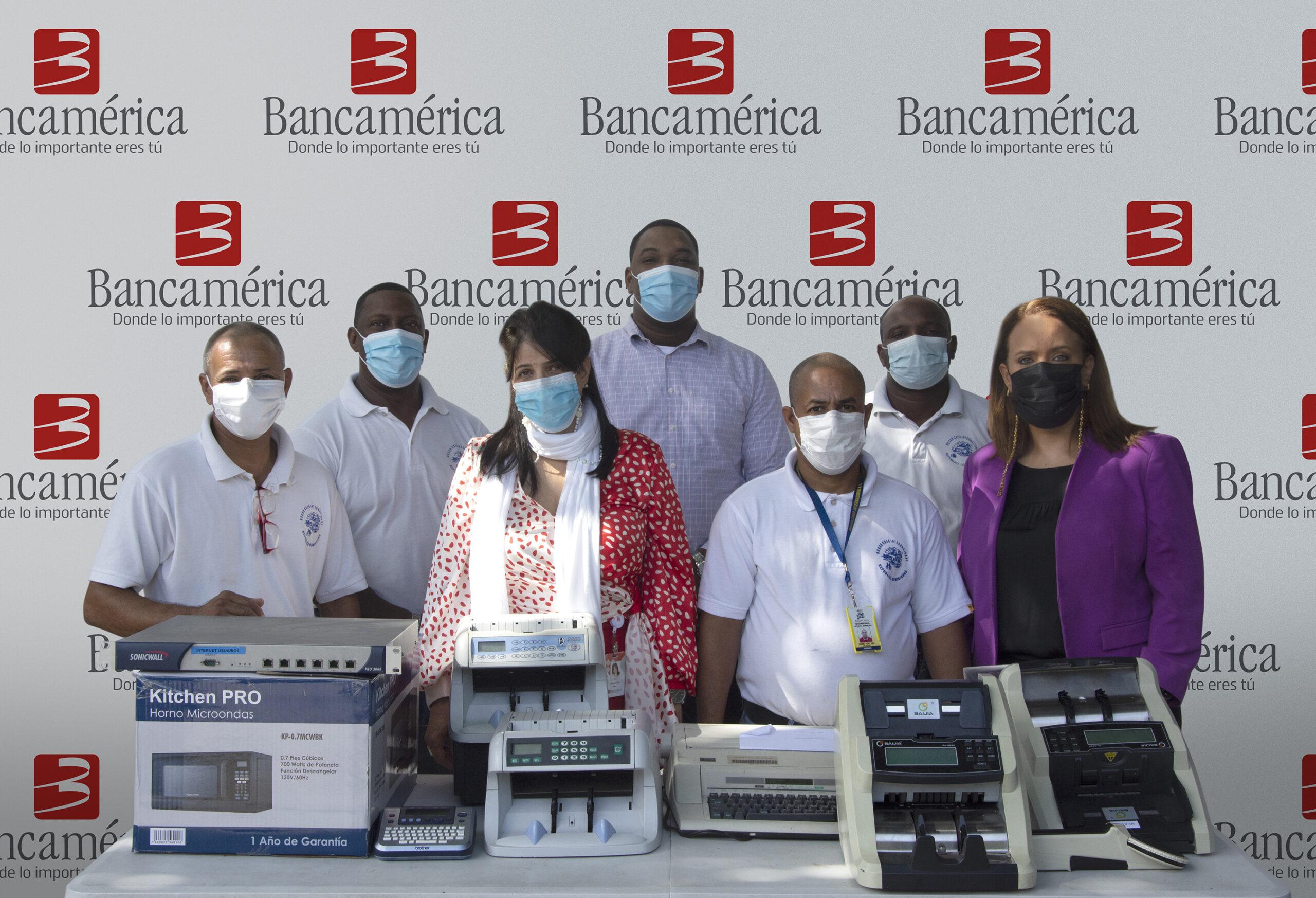 , Bancamérica entrega donativo a Hogares Crea