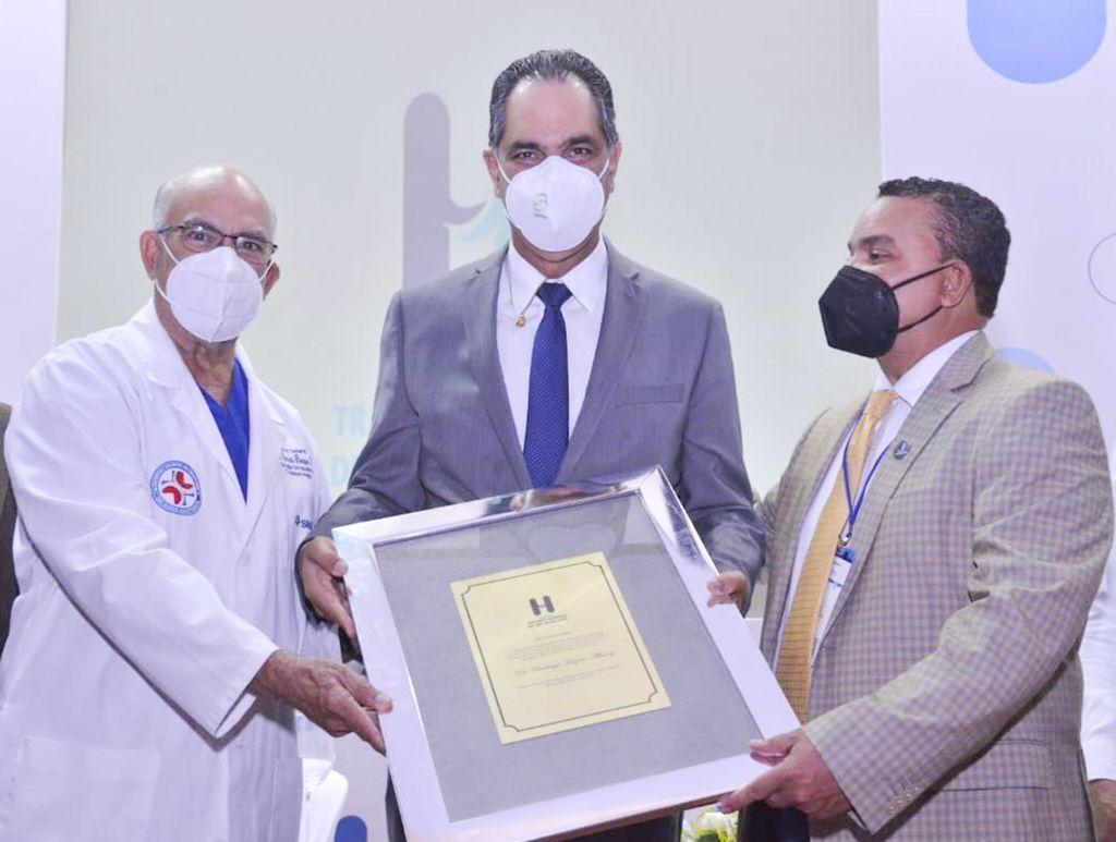 , Reconocen al Dr. Santiago Hazim durante X Jornada Científica del Hospital Ney Arias Lora